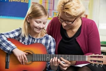 The Advantages of Taking Acoustic Guitar Lessons
