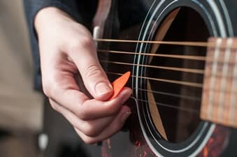 Do You Need A Thumb Pick To Play Acoustic Blues Guitar ?